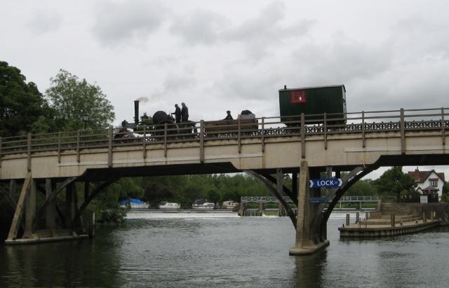 Fred Cooper's Aveling Roller going over Goring bridge